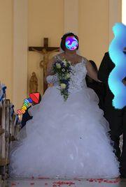 Brautkleid mit Schleier in gr
