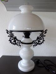 Edle Tischlampe im Stil einer