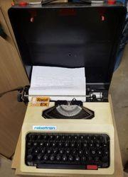 Schreibmaschine Robotron Cella mit einer