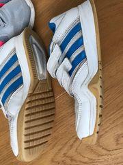 Adidas Hallenschuhe Tennisschuhe 34