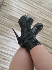 boots in lack Optik