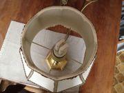 Stehlampe mit goldenem Fuß
