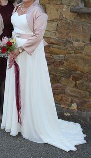 Elegantes schönes Brautkleid Farbe champagnet