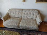 Doppelsitzer-Schlafsofa und Sessel zu verschenken