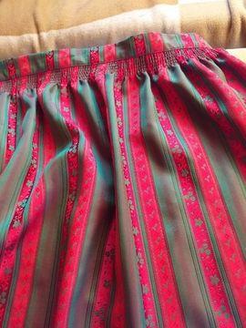 Damenbekleidung - Rot Grüne Dirndl Schürze inklusive
