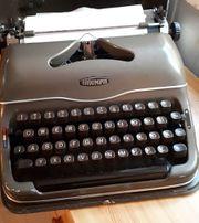 Triumph Schreibmaschine -- Sammler- Dekorationsstück