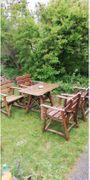 Garten-Möbel: Tisch + 4 Stühle aus Massiv Holz - Freising Achering - Prächtige, wuchtige und schwere Garten-Möbel: 1 Tisch + 4 Stühle aus Massiv Holzabzugeben von privat zur Selbstabholung mit Anhänger (!)in Freising . - Freising Achering