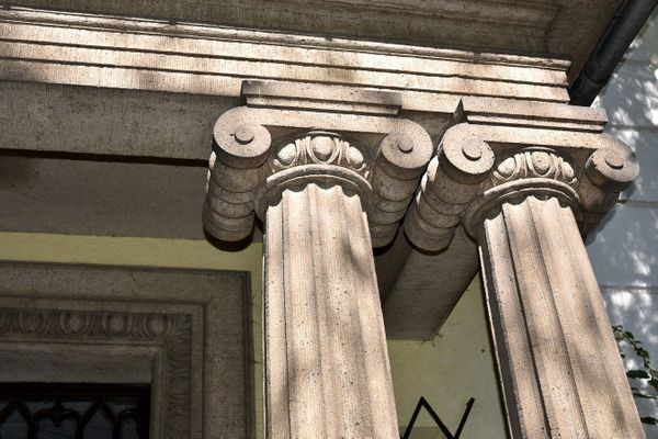 Denkmal Sanierungsobjekt Herrenhaus Park im
