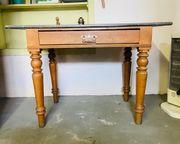 Antikes tischgestell mit Marmorplatte