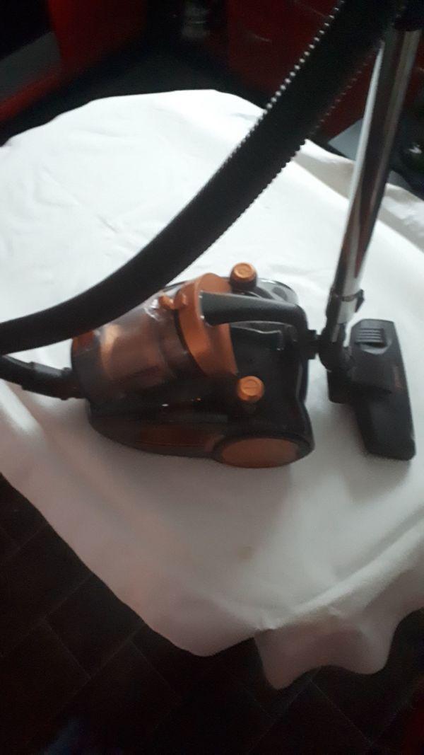 Bodenstaubsauger - Schermen - Ich biete einen Bodenstaubsauger er ist ein halbes Jahr alt - Schermen