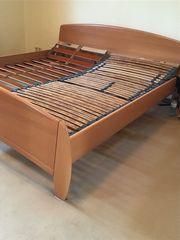 Doppelbett mit 2 Kommoden und