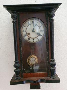 Antike Uhren, Tretnähmaschinen von Paff und Singer