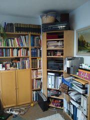 Ikea Bücherregale und eine Ergonomische