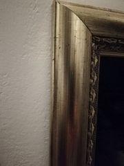 Spiegel mit Goldrahmen