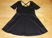toll schwingendes schwarzes Kleid mit