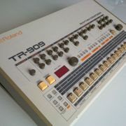 Roland TR-909 Rhythm Composer Analog