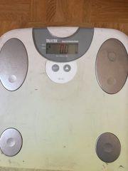 Elektrische Waage mit Fettmessung zu