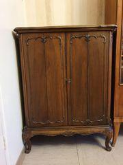 Antiker Chippendale Fernseherschrank