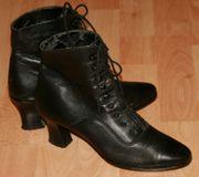 Schwarze Stiefeletten mit Schnürung - Größe 5