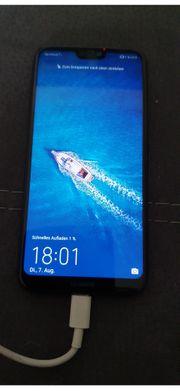 Huawei P20 lite mit Schutzhülle