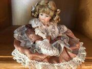 Puppen mit handgefertigten Keramikköpfen in