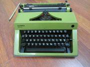 Kofferschreibmaschine Olympia Retro Grün