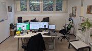 Schreibtisch in sympathischer Bürogemeinschaft