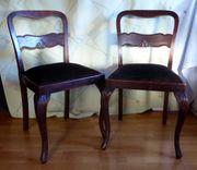 Zwei Stühle - Sitzfläche mit Stoffbezug -