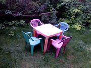 Kindertisch mit 4 Stühlen