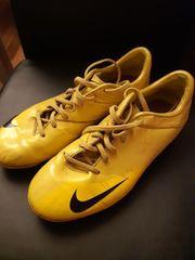 Nike Fussballschuh Gr 38 5