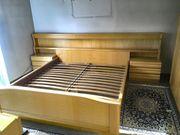Komplettes Schlafzimmer aus Echtholz - Doppelbett
