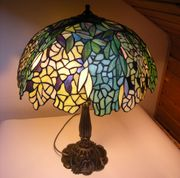 Große prächtig verzierte Tiffany Tischlampe