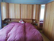 Schlafzimmer Schränke und Bett