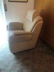 Heller gemütlicher Sessel in Wildleder-Optik