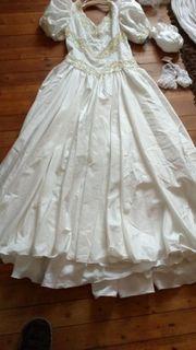 Brautkleid mit Pailletten und viel