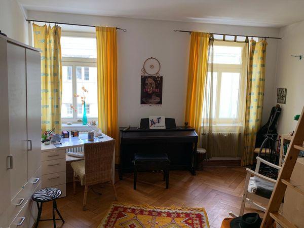 Schönes 25qm Zimmer in Altbauwohnung