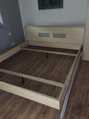 Attraktives Pinienholz-Doppelbett 180x200 cm