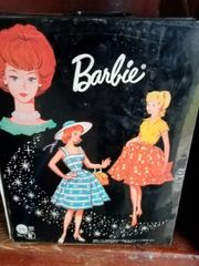 Barbie 1964 mit Kofferschrank und