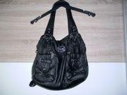 Schwarze Handtasche viele extra Fächer