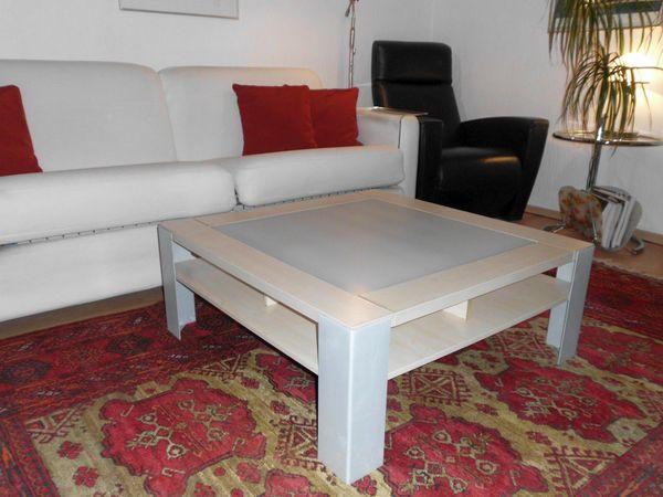 Couchtisch - München - Couchtisch, heller Holzrahmen mit eingelegter Milchglasplatte und stabilenAlu-Füßen, guter Zustand,Maße: 90 X 90 x 36 cm - München