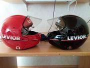 2 Motorradhelme von Levior mit