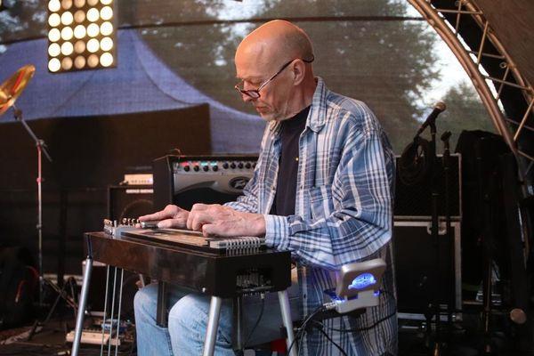 Pedal Steel Guitarist sucht bestehende