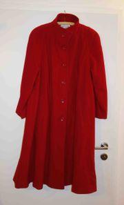 roter Mantel Lady Charme Größe