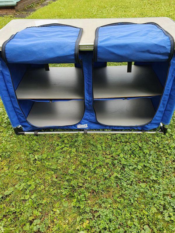 Campingschrank mit vier Fächern