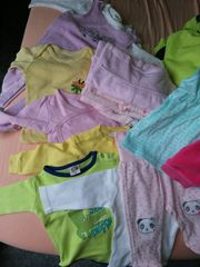 Schöne Babykleidungen