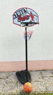 Basketballkorb Basketballständer mit Basketball