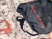 getragene Unterwäsche und Socken