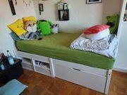 Jugendbett mit Schubladen und Fächern