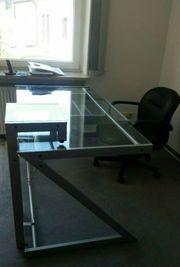 Schreibtisch mit Tastaturauszug - Glas und