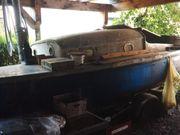 Altes Boot mit Anhänger